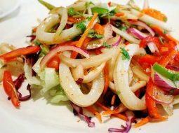 vkusnyj-salat-iz-kalmarov-recept-s-foto_1.jpg