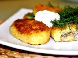 zrazy-kartofelnye-recept-prigotovlenija-s-farshem_1.jpg